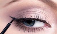 Как красиво накрасить глаза подводкой