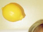 Как смыть краску с волос с помощью лимона