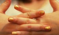 Слоятся ногти на руках — что делать