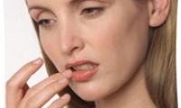 Трескаются уголки губ