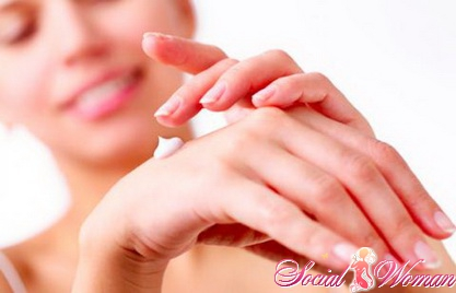 Как лечить трещины на руках